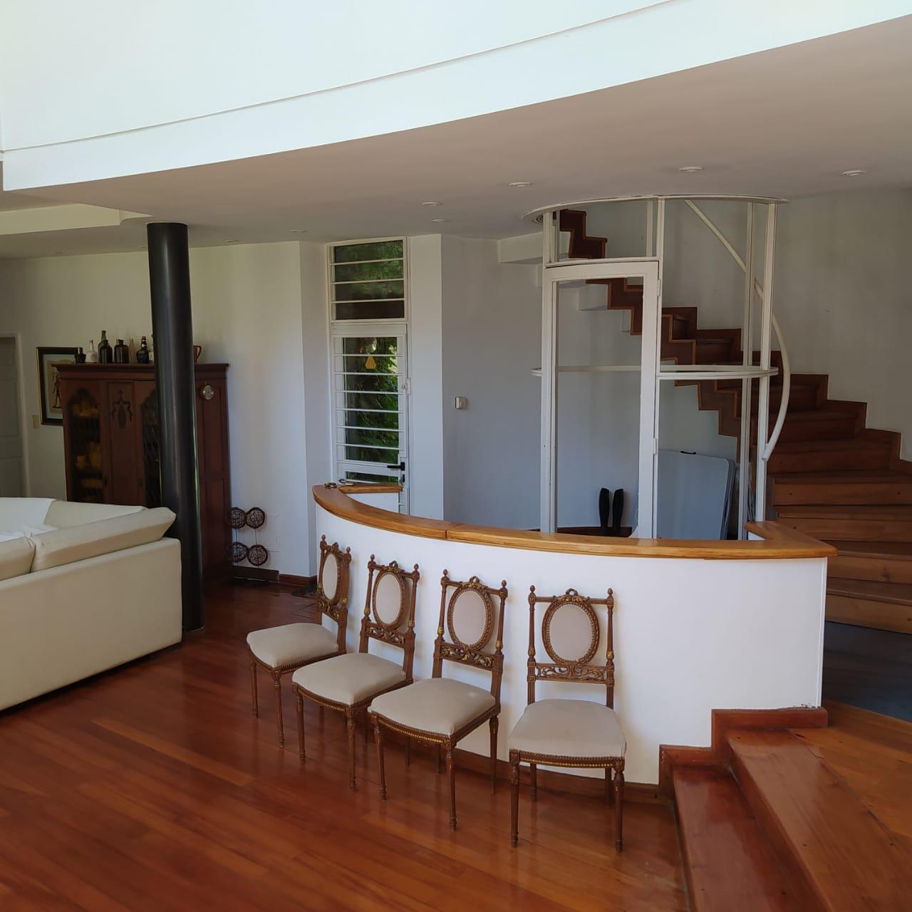 Exclusiva e Imponente Residencia.